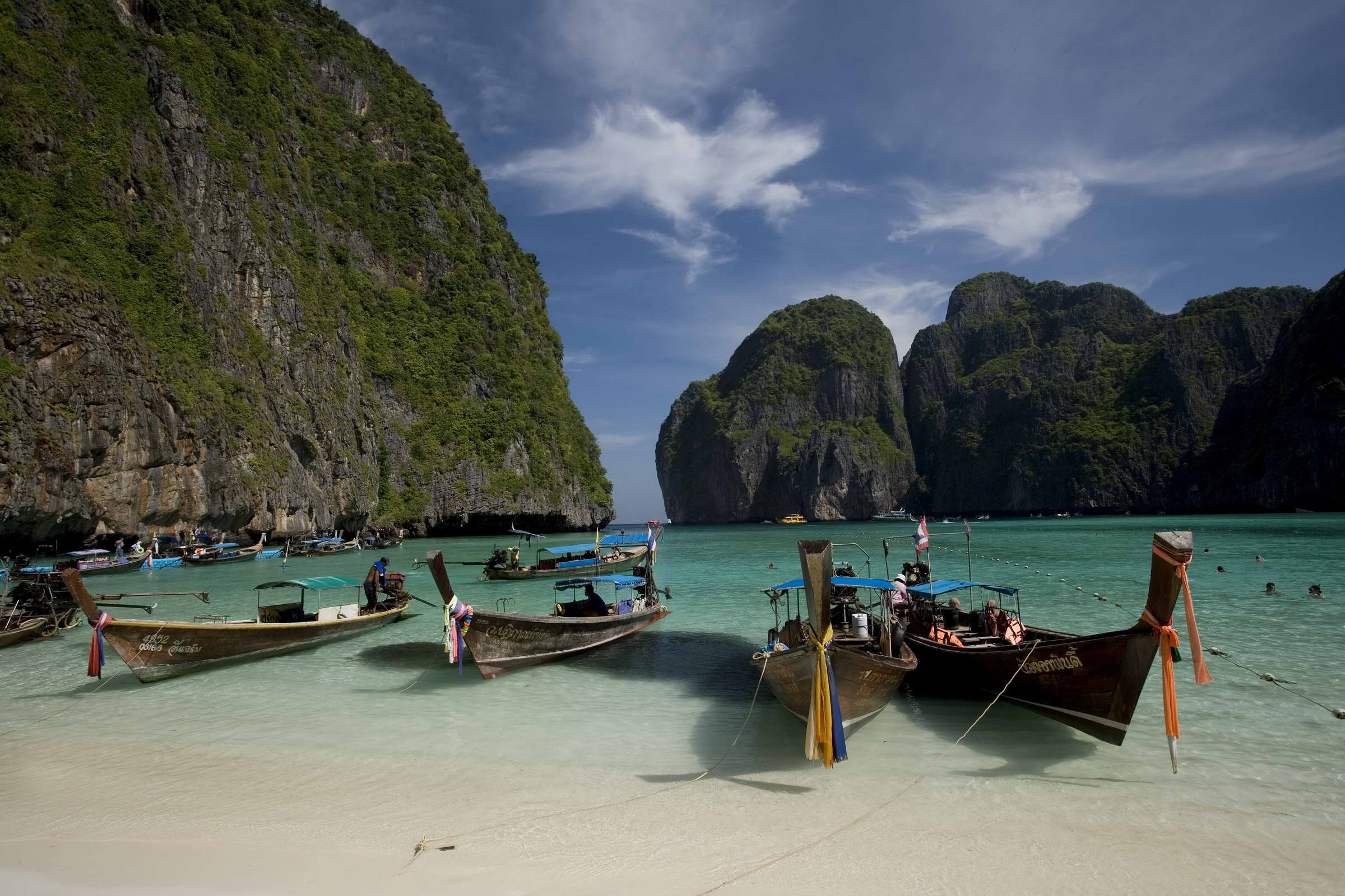 Maya Bay, Phi Phi Le Island, Hat Noppharat Thara - Mu Koh Phi Phi National Park, Krabi