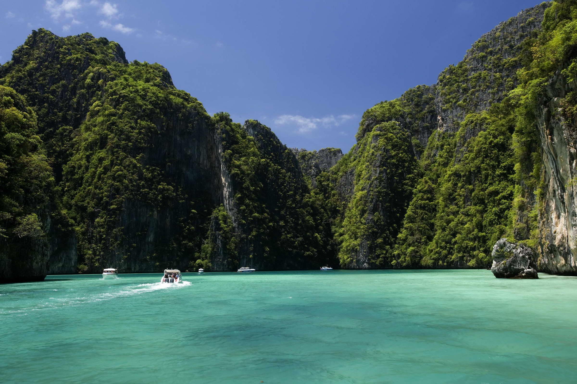 Pi Le Bay in Phi Phi Le Island, Hat Noppharat Thara - Mu Ko Phi Phi National Park, Krabi