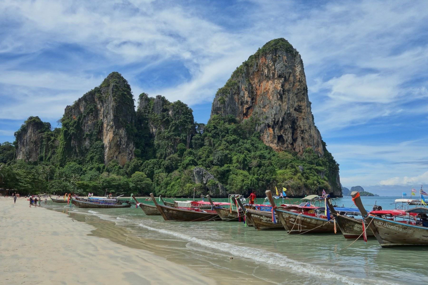 Die Halbinsel Railay zählt zu den spektakulärsten Reisezielen im Süden Thailands und ist nicht über den Landweg zu erreichen.