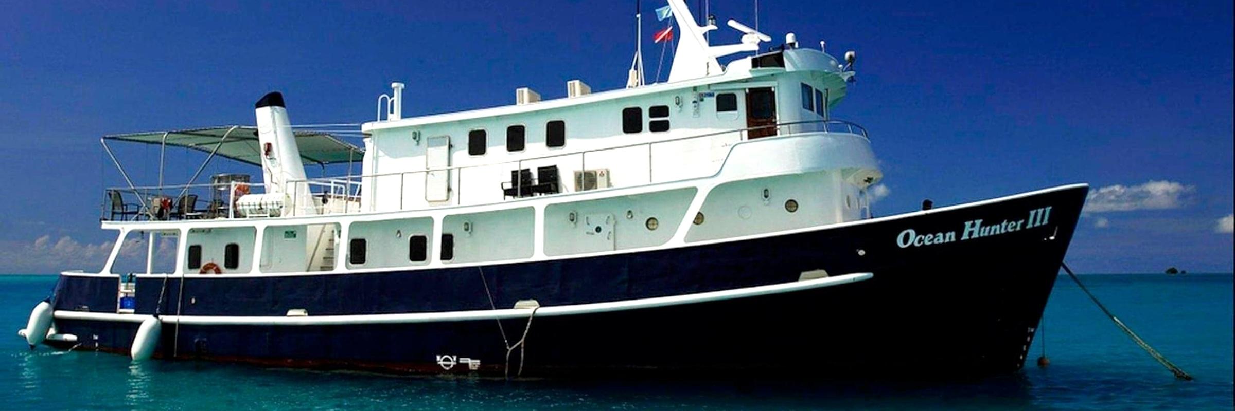 Die Ocean Hunter III war früher ein australisches Forschungsschiff und wurde später zum Kreuzfahrtschiff für Tauchtouren umgebaut.