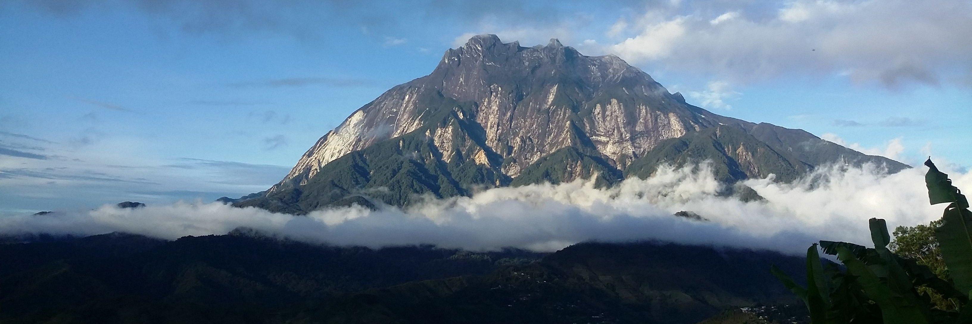 Der Mount Kinabalu auf Borneo ist mit mit 4.095 m der höchste Berg Südostasiens.
