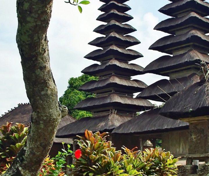 Der königlische Tempel Taman Ayun wird von einem Fluss eingerahmt und gilt als einer der schönsten der Insel.