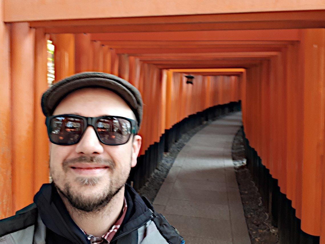 Unser Reiseexperte Mike Sopp beim Besuch des Fushimi-Inari Schrein