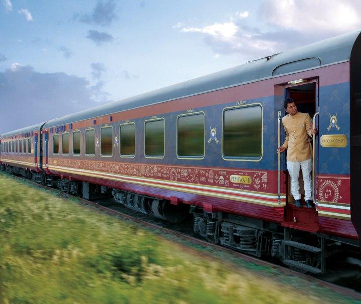 Indien Bahnreise – Der luxuriöse, blaue Deccan Odyssey wurde mehrmals als Asiens bester Zug ausgezeichnet.